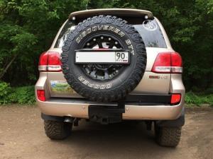 Калитка РИФ с квадр. под фаркоп в штатн. задн. бампер Toyota Land Cruiser 200 (под нештатное колесо)